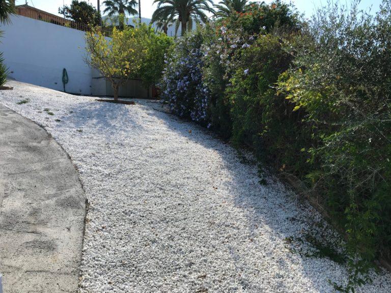 Casa Bajo Tuin en pad van het huis naar poort 6