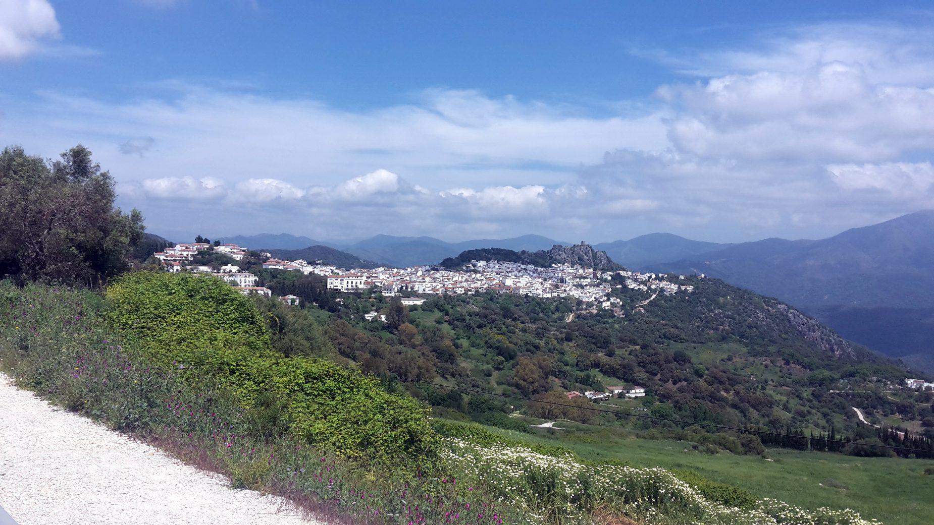 Fietsen-Zuid-Spanje-met-uitzicht-over-witte-dorpjes
